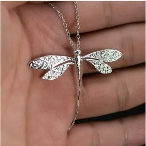 NWOT Dragonfly necklace
